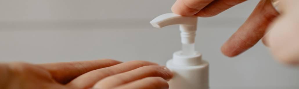 Handgel en contactlenzen